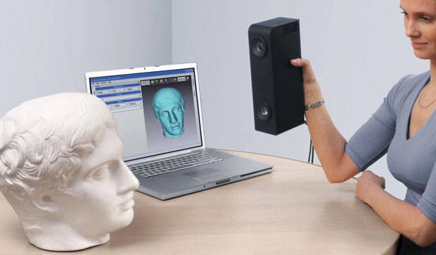 Scanning the head of David with Artec 3d scanner www.artec3d.com